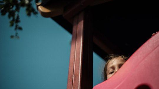 Pourquoi choisir une maison de jeu en bois pour enfants ?